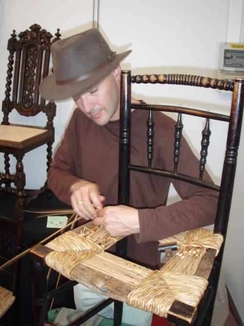 Sillas con asientos de rejilla y enea artesania la pasera - Restauradores de muebles ...