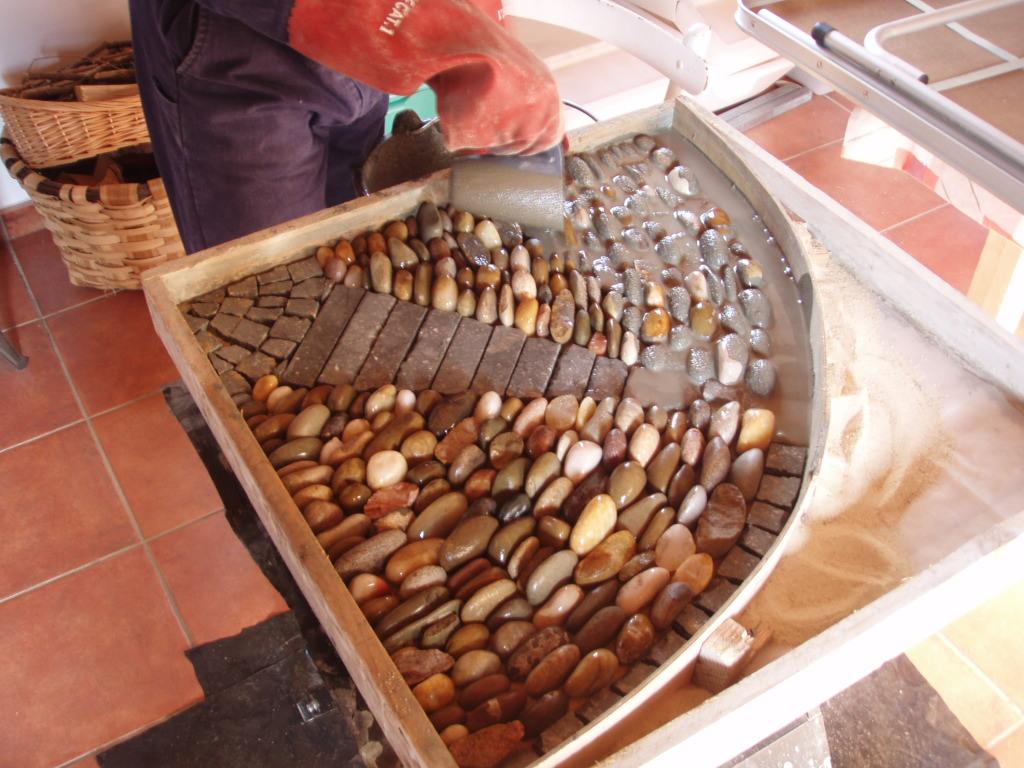 Como consolidar mosaicos artesanos artesania la pasera - Baldosas de madera para jardin ...