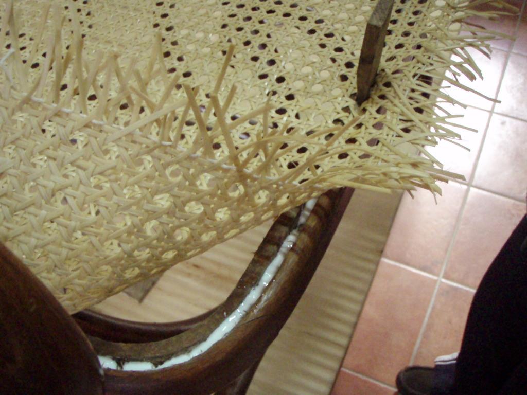 Como restuarar una mecedora thonet artesania la pasera - Tejidos para tapizar sillas ...